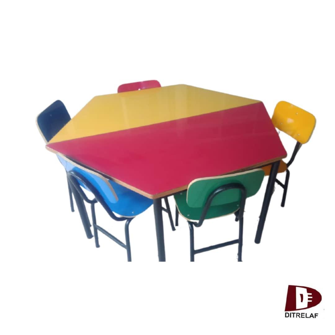 Conjunto 2 Mesas Trapezoidal Infantil E 5 Cadeiras